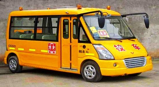 五菱19座幼儿园校车