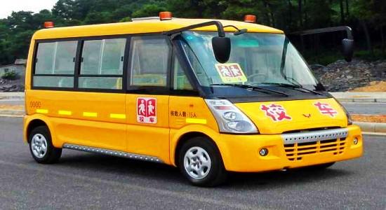 五菱15座小学生校车